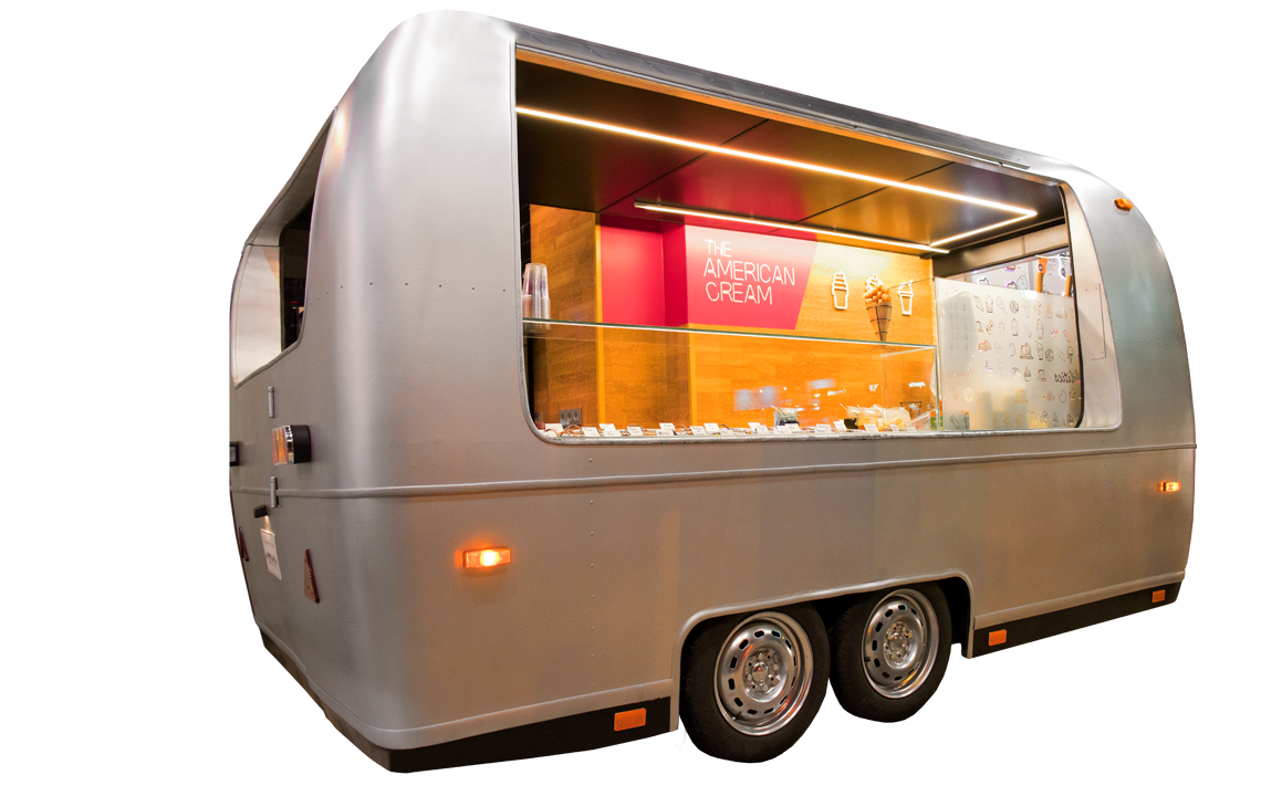 Caravana heladeria americana dentro de la tienda
